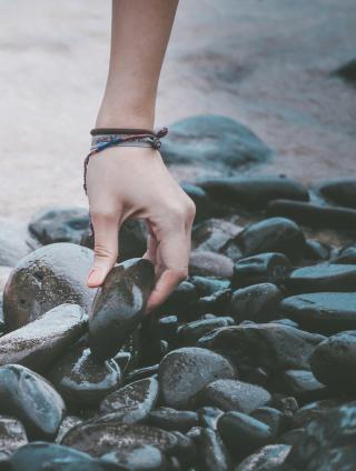 picking-stones
